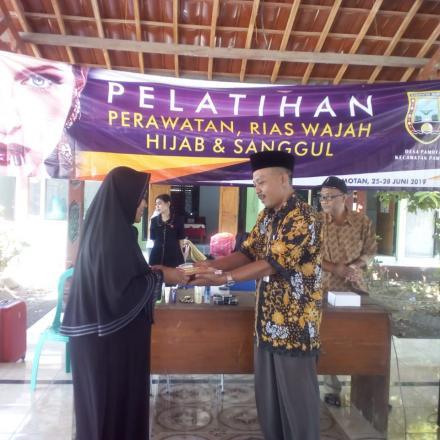 Pelatihan Perawatan, Tata Rias, Hijab dan Sanggul